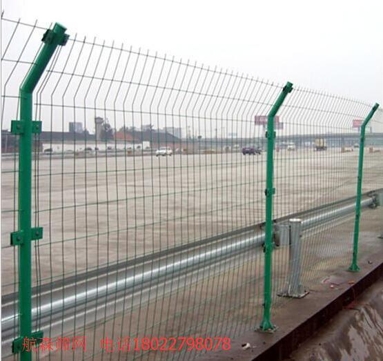 河源高速公路隔离栅低价促销,广东护栏网厂家